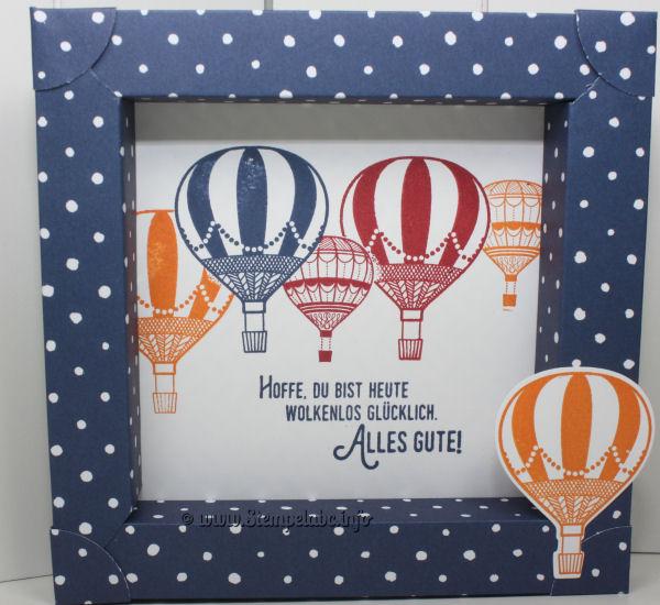 """Diese Shadow Box haben wir auf dem letzten Workshop bei mir gemacht. Ab und an war es ein bisschen """"kniffelig"""", aber es haben alle so eine Shadow Box mit nach Hause genommen. Ganz so klein ist die Box auch nicht, denn wir haben sie aus einem ganzen Bogen Designerpapier gemacht. Die Designerpapiere, die wir hier benutzt haben, gibt es leider alle nicht mehr. Aber es kommen ja bald viele tolle neue Papiere. Als Stempel haben wir die Heißluftballons aus dem Stempel Set """"Abgehoben"""" benutzt. Wenn Du genau hinschaust, kannst Du sicher auch sehen, dass wir """"Maskiert"""" haben. Was dass ist? Du stempelst auf ein Stück Schmierpapier den Großen und den kleinen Ballon und schneidest Ihn aus. Als Erstes wird dann ein großer Ballon gestempelt. Über diesen legst Du dann die """"Maske"""". Nun kannst Du entweder einen Großen so halb über Deine """"Maske"""" stempeln oder auch den kleinen. Es sieht dann so aus, als wenn ganz viele Ballons unterwegs sind. Nächste Sammelbestellung am 07.05.2017 Die Ergebnisse der Shadow Box von Mittwoch"""